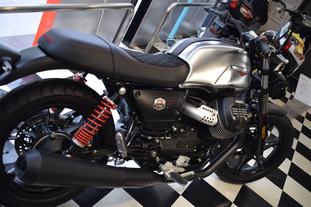 MOTO GUZZI V7Ⅲ STONE S 世界750台限定モデル入荷!_d0099181_19134905.jpg