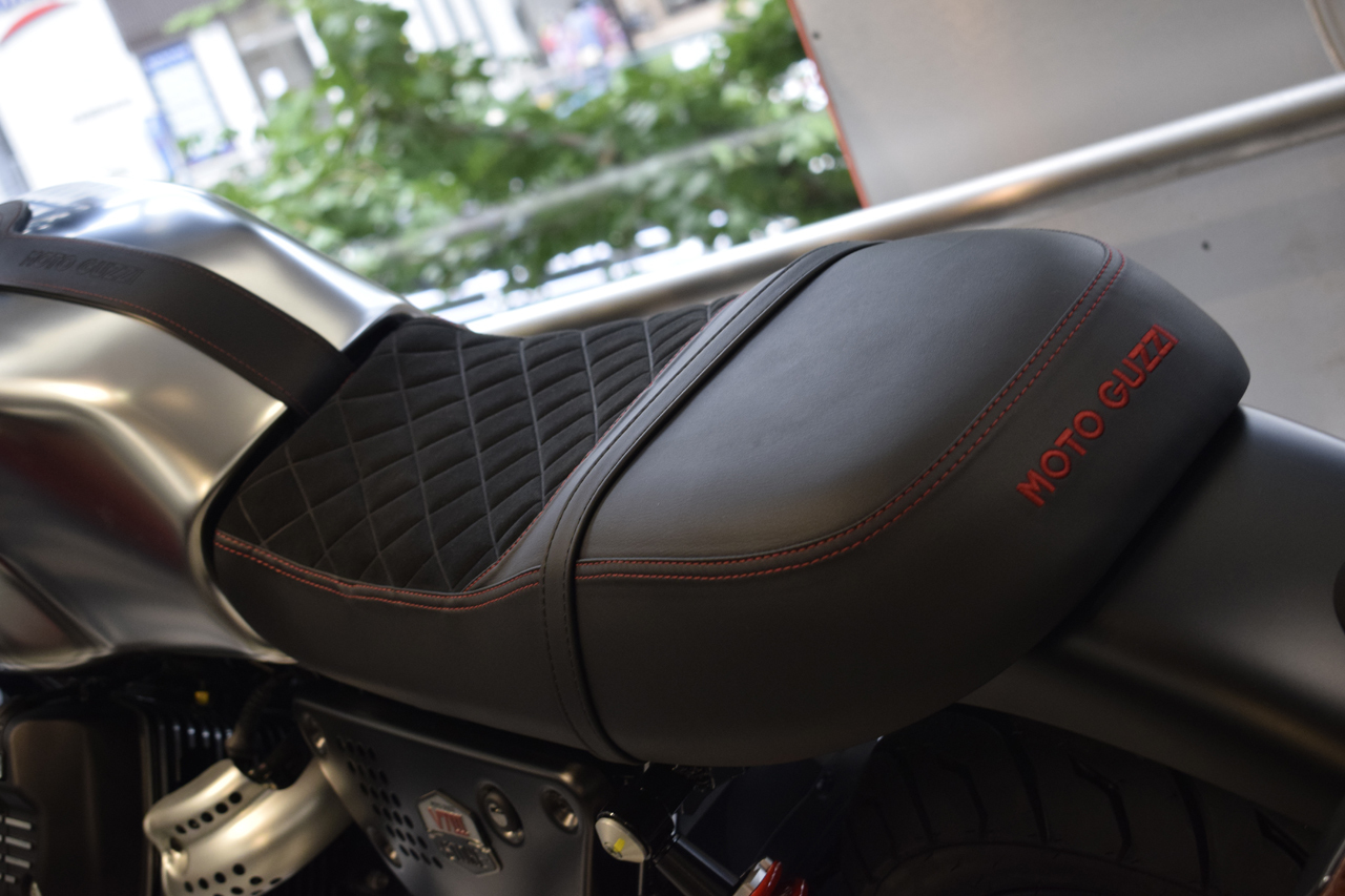MOTO GUZZI V7Ⅲ STONE S 世界750台限定モデル入荷!_d0099181_19141704.jpg