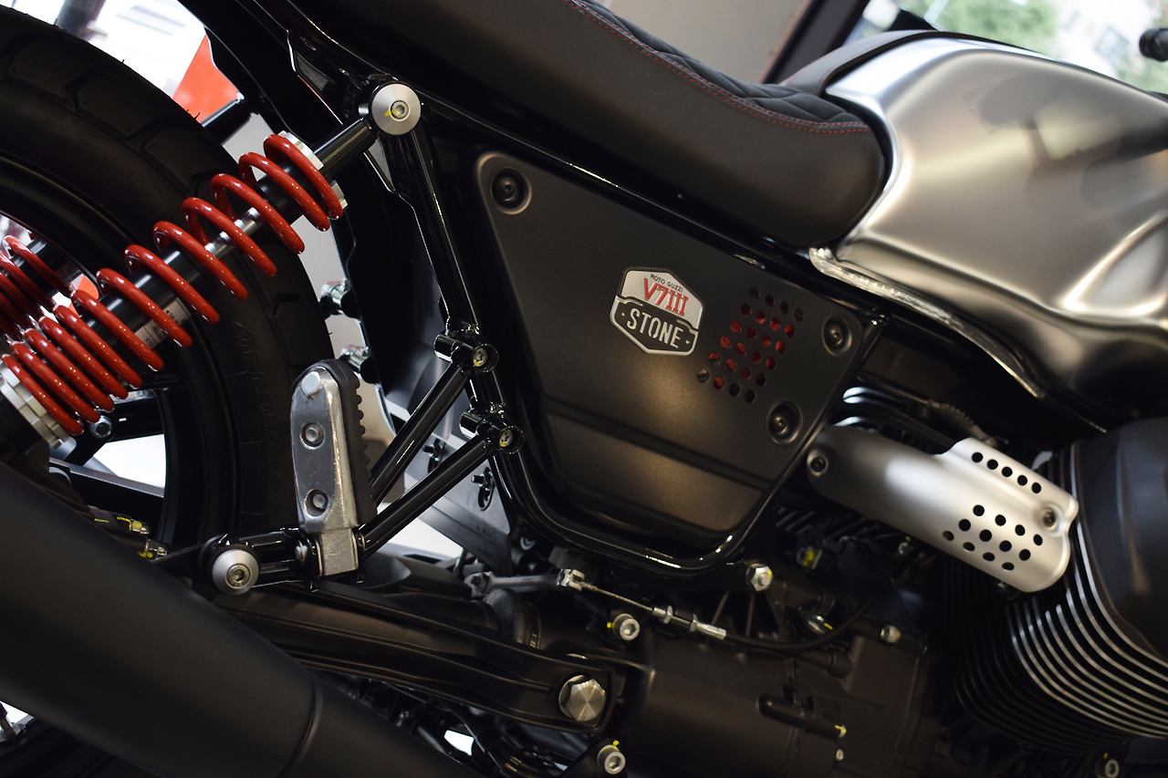 MOTO GUZZI V7Ⅲ STONE S 世界750台限定モデル入荷!_d0099181_19331133.jpg