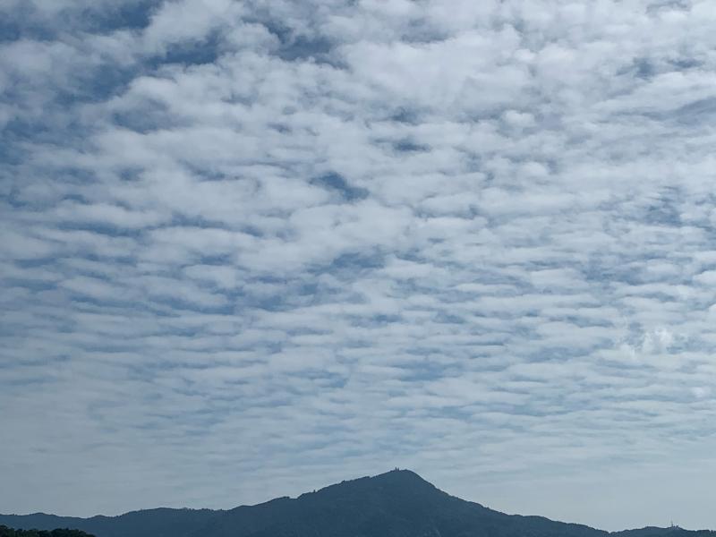 秋の空と比叡山_b0408892_16445160.jpg