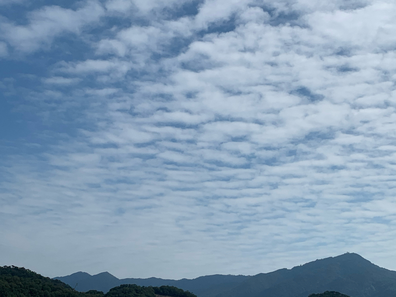 秋の空と比叡山_b0408892_16451866.jpg