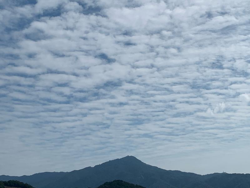 秋の空と比叡山_b0408892_16453558.jpg