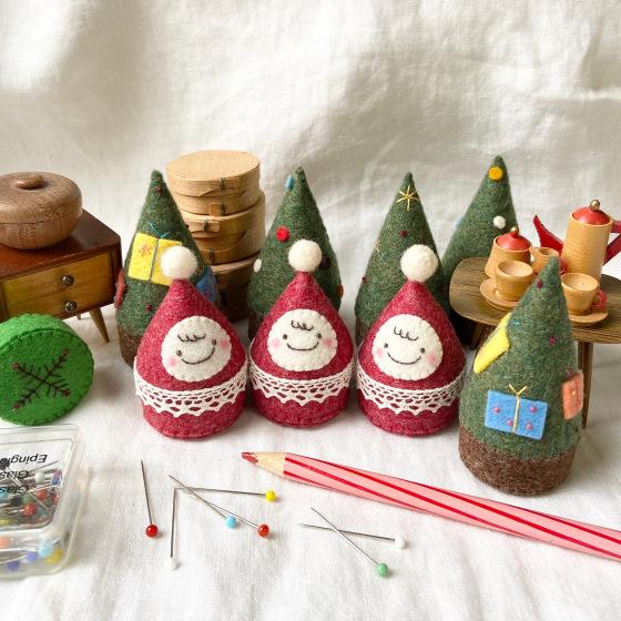 キャップを使ったおちびサンタとクリスマスツリー。_a0340921_12591710.jpeg