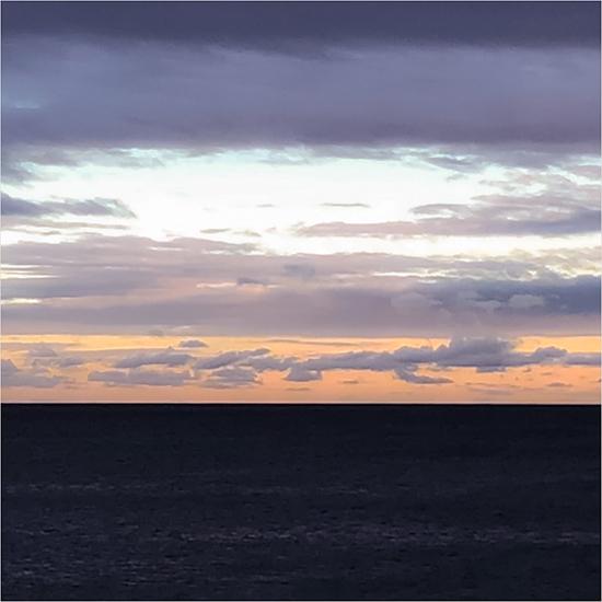日の入り前の海。_b0022268_18544604.jpg