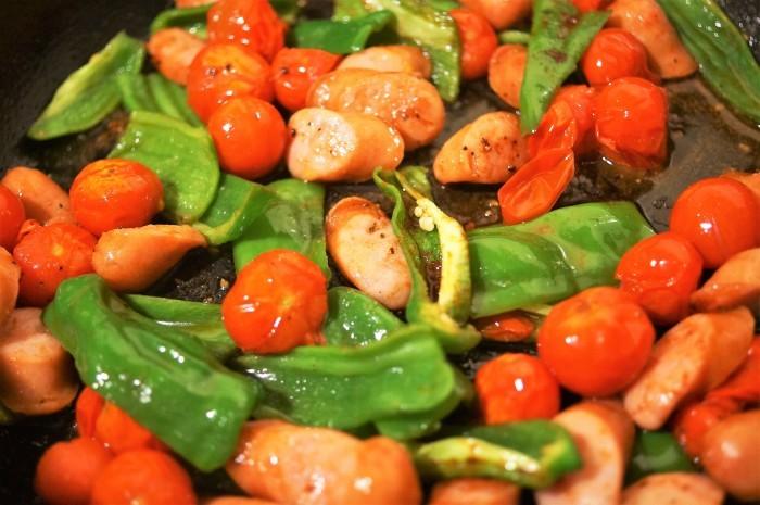 ■副菜【野菜とウインナーのオーブン焼き】マヨ・ケチャ・チーズでジューシー!!_b0033423_22541771.jpg