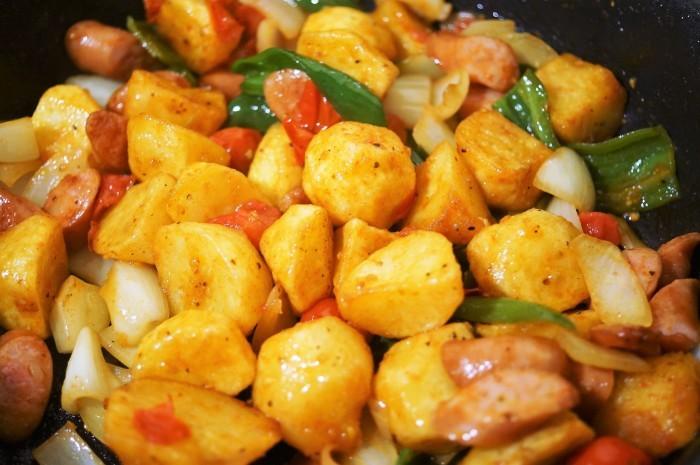 ■副菜【野菜とウインナーのオーブン焼き】マヨ・ケチャ・チーズでジューシー!!_b0033423_22595466.jpg