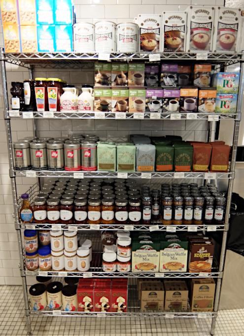 コロナ感染予防対策で『食の博物館』状態のNYの老舗スーパー、バターフィールド・マーケット_b0007805_03082864.jpg