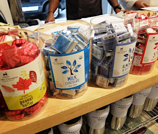 コロナ感染予防対策で『食の博物館』状態のNYの老舗スーパー、バターフィールド・マーケット_b0007805_03322406.jpg