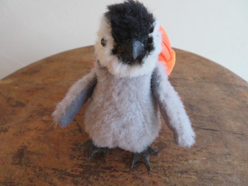 コウテイペンギンの赤ちゃん、リュック背負ってどこいく?_f0129557_17274939.jpeg
