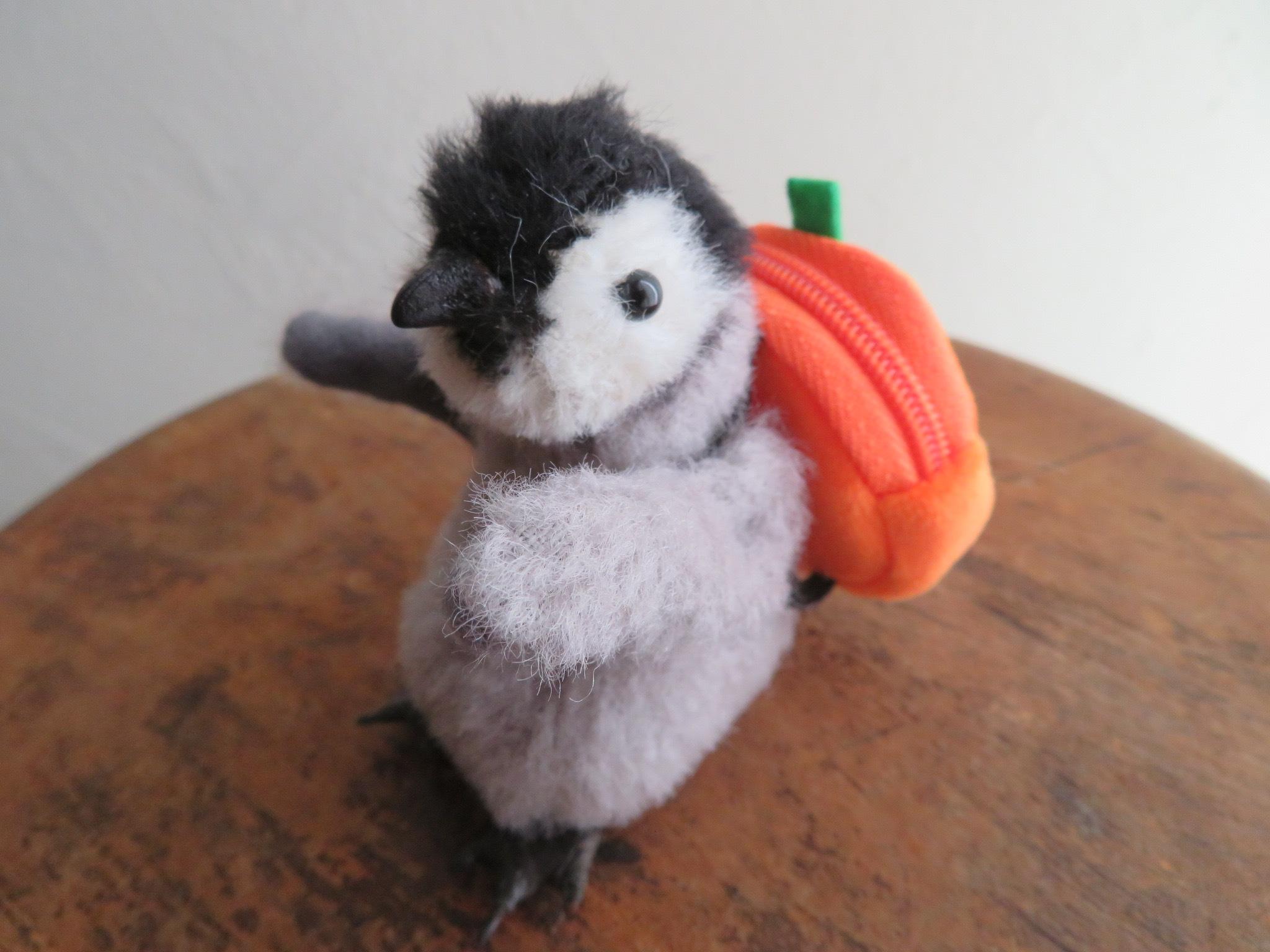 コウテイペンギンの赤ちゃん、リュック背負ってどこいく?_f0129557_17275280.jpeg