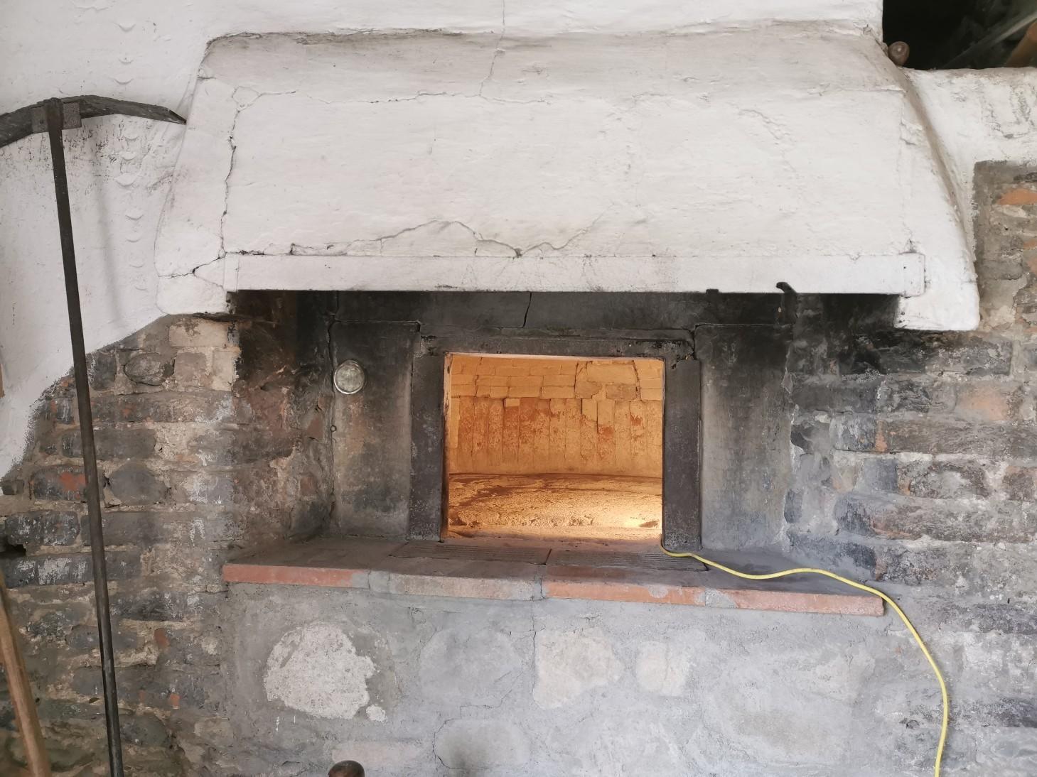 パン窯の修理_f0106597_03285835.jpg