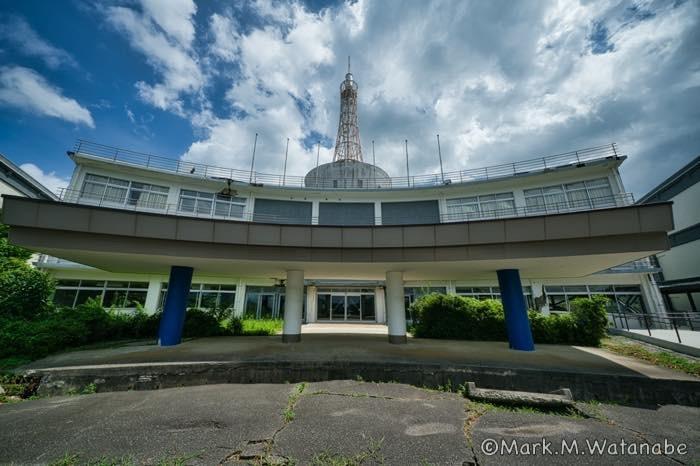 旧東海大学阿蘇校舎1号館-正門玄関前_e0135098_00310287.jpg