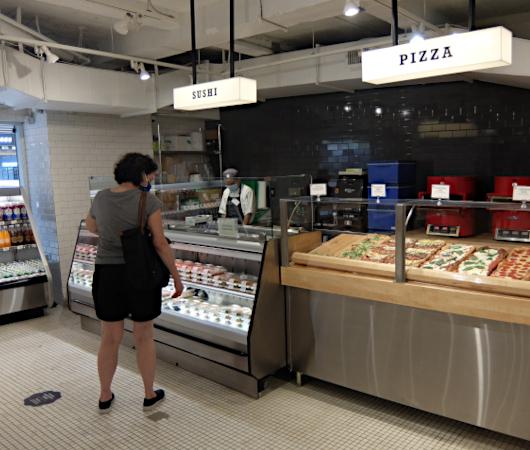 NYの老舗スーパー、バターフィールド・マーケットに初登場、自家製お寿司とピザのコーナー_b0007805_03582222.jpg