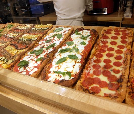 NYの老舗スーパー、バターフィールド・マーケットに初登場、自家製お寿司とピザのコーナー_b0007805_05041402.jpg