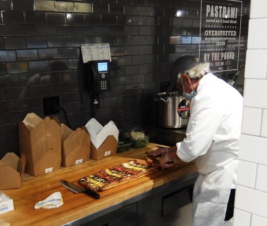NYの老舗スーパー、バターフィールド・マーケットに初登場、自家製お寿司とピザのコーナー_b0007805_05043607.jpg