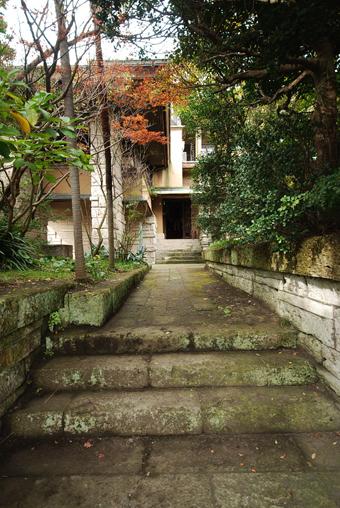 葉山の加地邸が民泊に!_c0195909_09343672.jpg