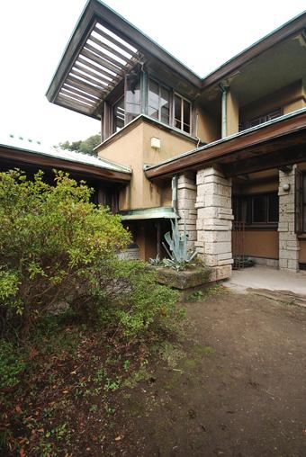 葉山の加地邸が民泊に!_c0195909_09345550.jpg
