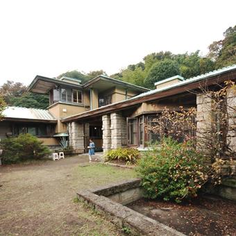 葉山の加地邸が民泊に!_c0195909_09353434.jpg