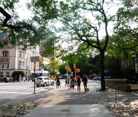 セントラル・パーク横の歩道の並木道_b0007805_04183527.jpg