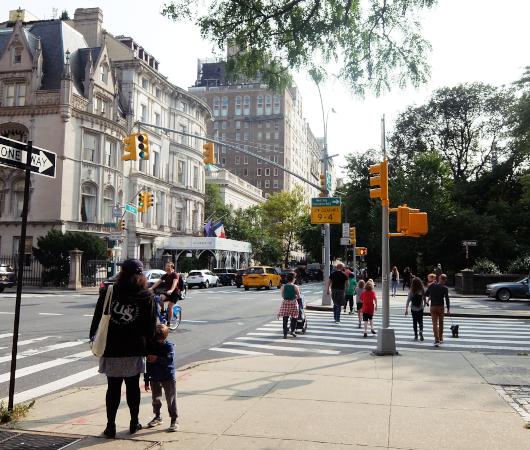 セントラル・パーク横の歩道の並木道_b0007805_04192662.jpg
