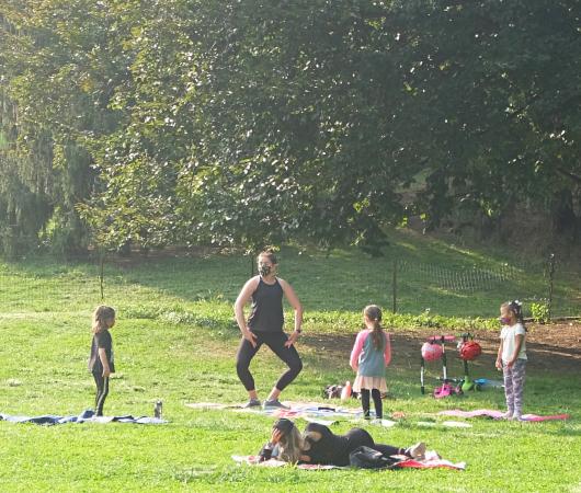 コロナ禍のNY、セントラルパークの芝生広場で青空バレエ教室_b0007805_23215739.jpg
