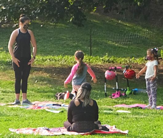 コロナ禍のNY、セントラルパークの芝生広場で青空バレエ教室_b0007805_23224104.jpg