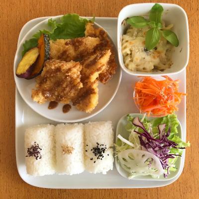 和三盆と栗のパフェ・チキンフライ ごま味噌ソース_b0102217_17223598.jpg