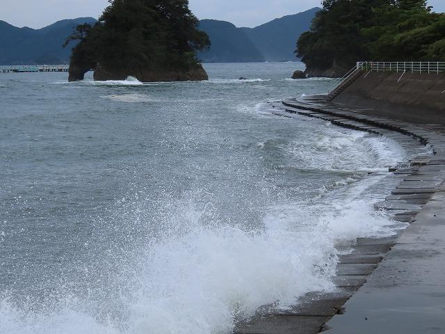 荒波の弁財海岸(撮影:9月23日)_e0321325_17030131.jpg