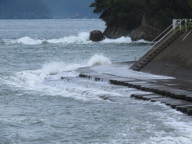 荒波の弁財海岸(撮影:9月23日)_e0321325_18220645.jpg