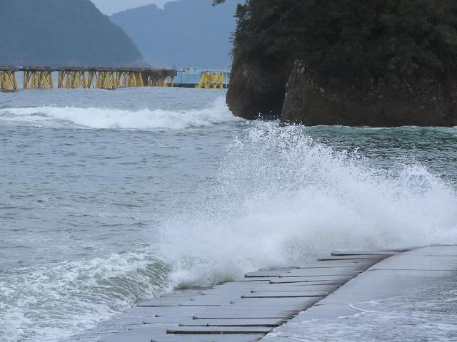 荒波の弁財海岸(撮影:9月23日)_e0321325_18222037.jpg