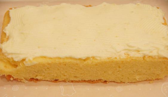 久しぶりにバタークリームのケーキを・・♪(イギリス菓子)/ウッドプッシュピン_c0139591_14541746.jpg