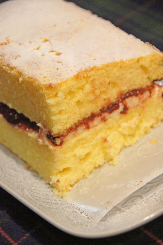 久しぶりにバタークリームのケーキを・・♪(イギリス菓子)/ウッドプッシュピン_c0139591_14541750.jpg