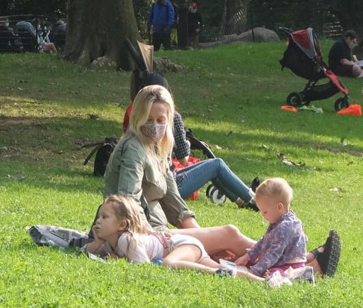 コロナ禍のNY、セントラルパークの芝生広場で青空バレエ教室_b0007805_03294174.jpg