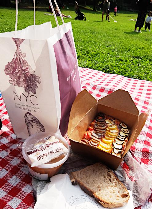コロナ禍のNYで公園ピクニックがブーム、公園ピクニック向けデリバリー・サービス(PicnicPost)も⁉_b0007805_06193038.jpg