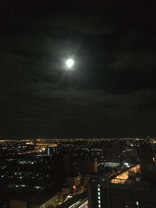 中秋の名月(タイのホテルの窓から)_b0100062_12352204.jpeg
