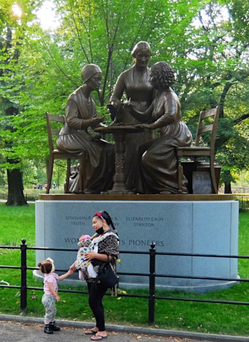 セントラルパーク初の実在女性像、the Women's Rights Pioneers Monument_b0007805_03400061.jpg