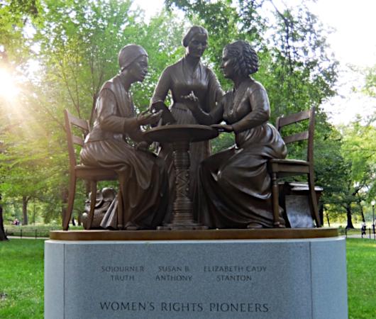 セントラルパーク初の実在女性像、the Women's Rights Pioneers Monument_b0007805_03402308.jpg