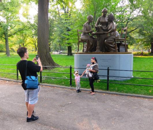 セントラルパーク初の実在女性像、the Women's Rights Pioneers Monument_b0007805_03403873.jpg