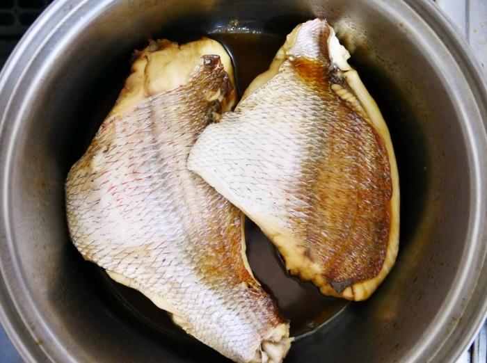 鯛の甘辛煮  2020-10-04 00:00_b0093754_22105114.jpg