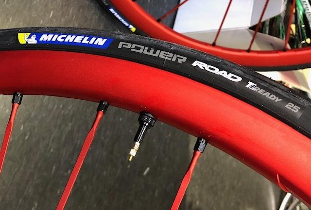 FULCRUM RacingZERO + ロード用チューブレスレディ_d0338933_15464320.jpg