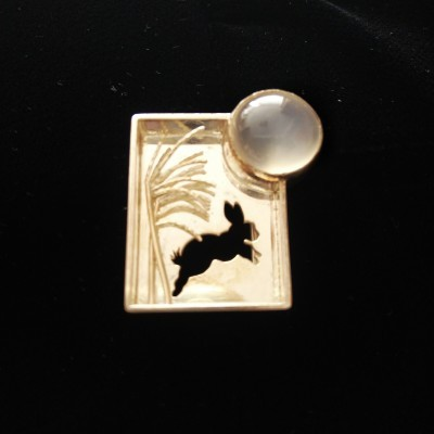 201003①「月兎に満月」帯留_f0164842_10044608.jpg