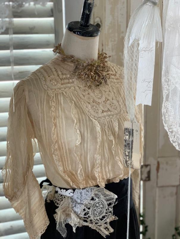 トルソーに アンティークのお洋服を。_e0237680_13225190.jpeg