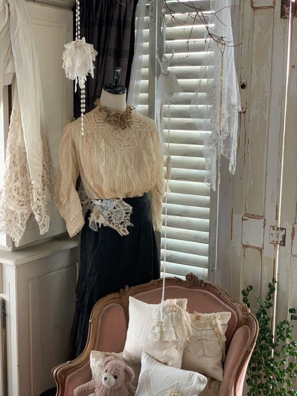 トルソーに アンティークのお洋服を。_e0237680_13230439.jpeg