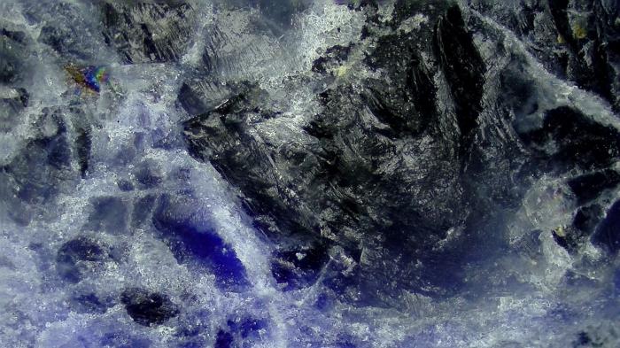 【マイクロスコープの斉藤光学です】ソーダライトを観察しました。_c0164695_18341116.jpg