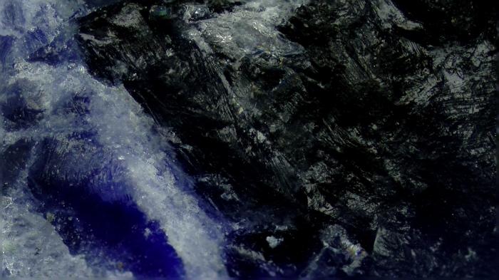 【マイクロスコープの斉藤光学です】ソーダライトを観察しました。_c0164695_18345205.jpg