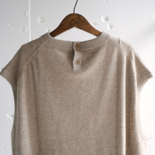 raccoon knit vest & corduroy pants_e0247148_16132401.jpg