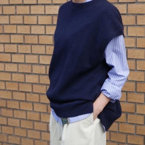 raccoon knit vest & corduroy pants_e0247148_16233963.jpg