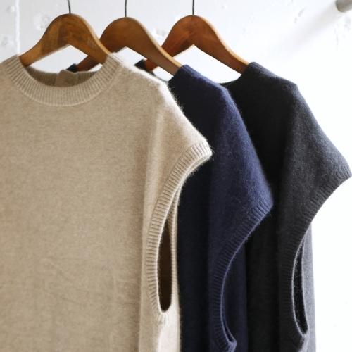 raccoon knit vest & corduroy pants_e0247148_16253990.jpg