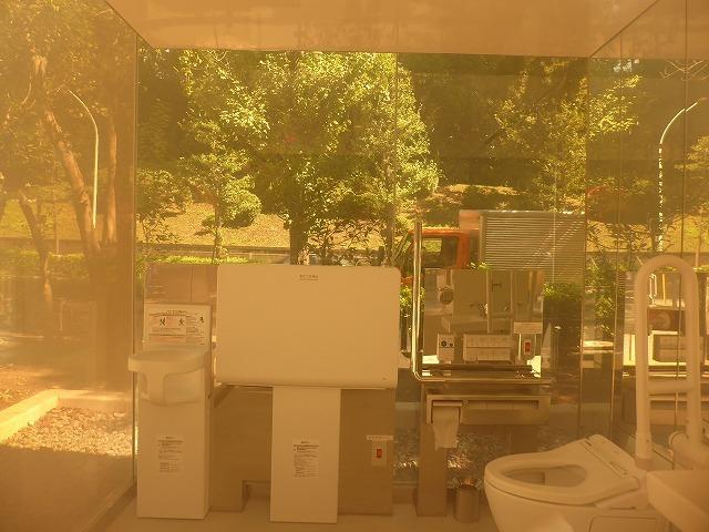 シースルーのトイレに入ってみた♪ 代々木公園ぼっち散歩&ぼっち飯♪_b0287088_17422825.jpg