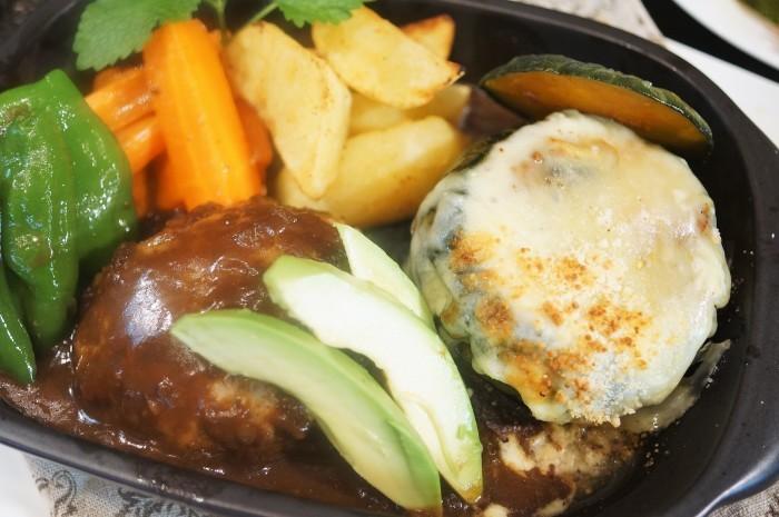 ■【ハロウィン仕様のハンバーグディナー】ハンバーグは肉の万世チルドギフトです。_b0033423_19582360.jpg